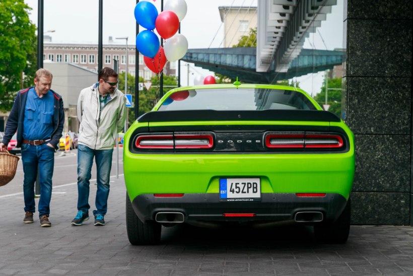 GALERII | Tallinna südalinnas kenitlesid kõige uuemad Ameerika luksusautod
