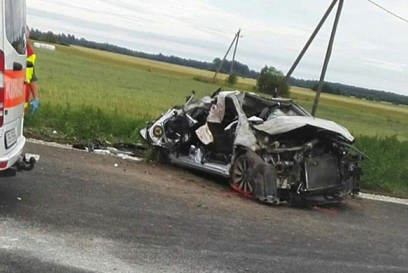 FOTOD | Sindi lähedal juhtus raske autoõnnetus, juht suri öösel haiglas