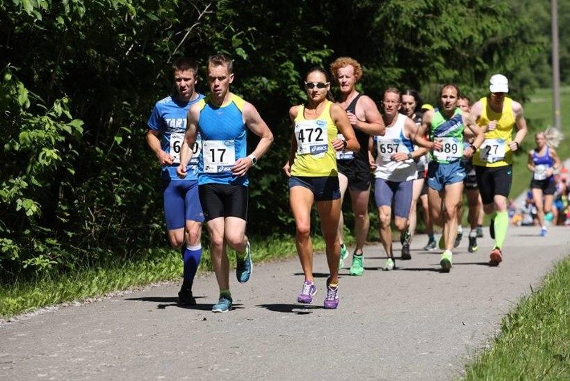 Pühajärve jooksul teevad Eesti suusa- ja laskesuusakoondislased jooksjate elu kibedaks