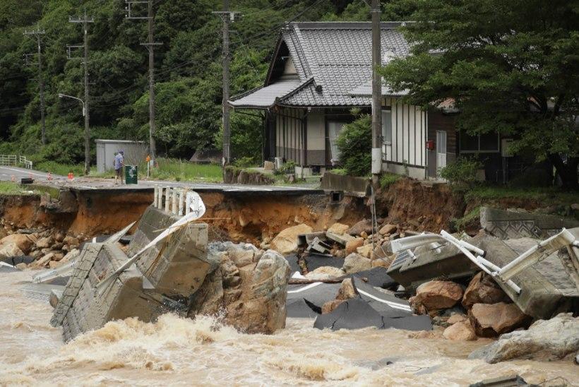 Jaapanit tabanud üleujutustes on hukkunud ligi 70 inimest
