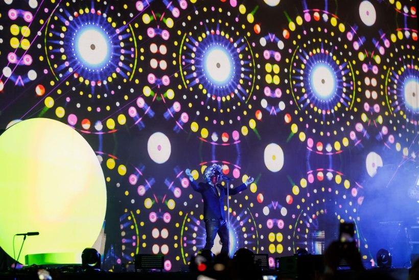GALERII | Õllesummeri viimase päeva peaesineja Pet Shop Boys tuli lavale 45 minutit väljareklaamitust hiljem