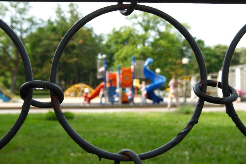 Tartus unustati nelja-aastane laps lasteaia hoovi