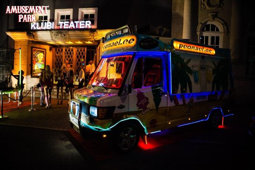 PEOGALERII | Klubi Teater korraldas metsiku peo öises lõbustuspargis!