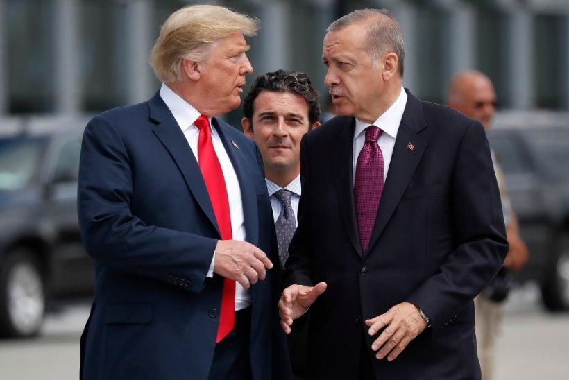 Erdoğan süüdistab USA vandenõus ja kutsub türklasi üles dollarid liirideks vahetama