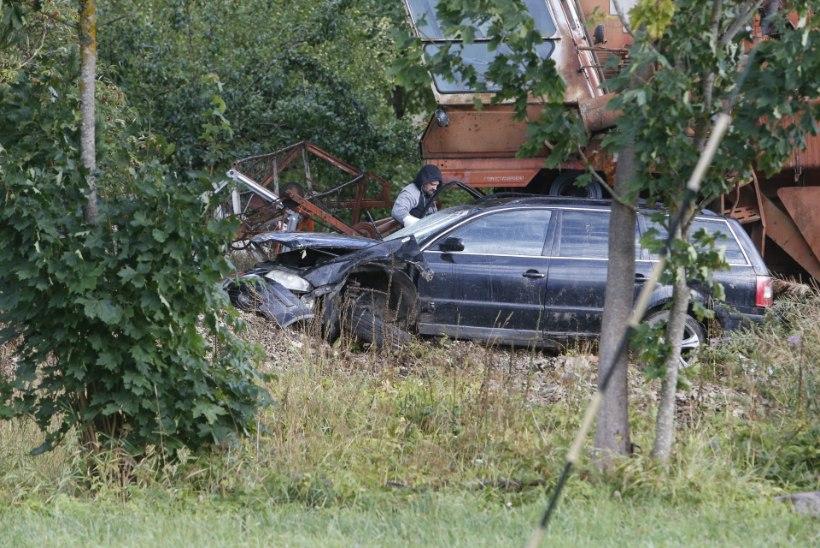 VIDEO JA GALERII | Purjutajate surmasõit Raplamaal: naine hukkus, neli meest sai vigastada