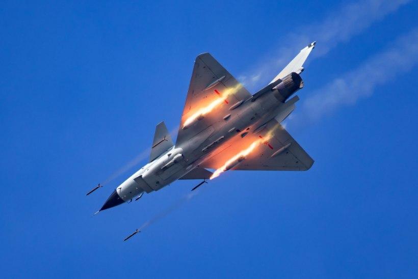 HIINA VÄLK: rahvavabariigi lennuk tulistab rakette kuuekordsel helikiirusel