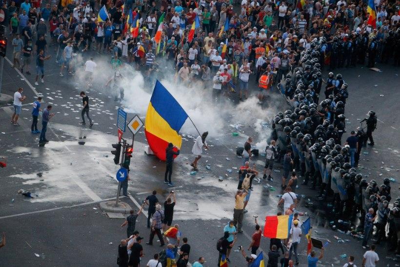 RUMEENIA MEELEAVALDUSED: president ja valitsuspartei süüdistavad teineteist vägivalla õhutamises