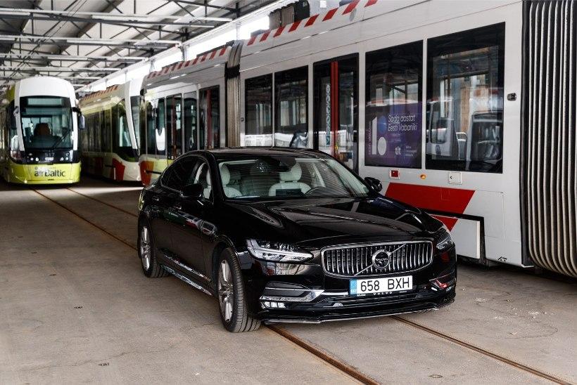 ÕL VIDEO JA GALERII | Minister Simson ostis esimese pangakaardiga viibatava trammipileti