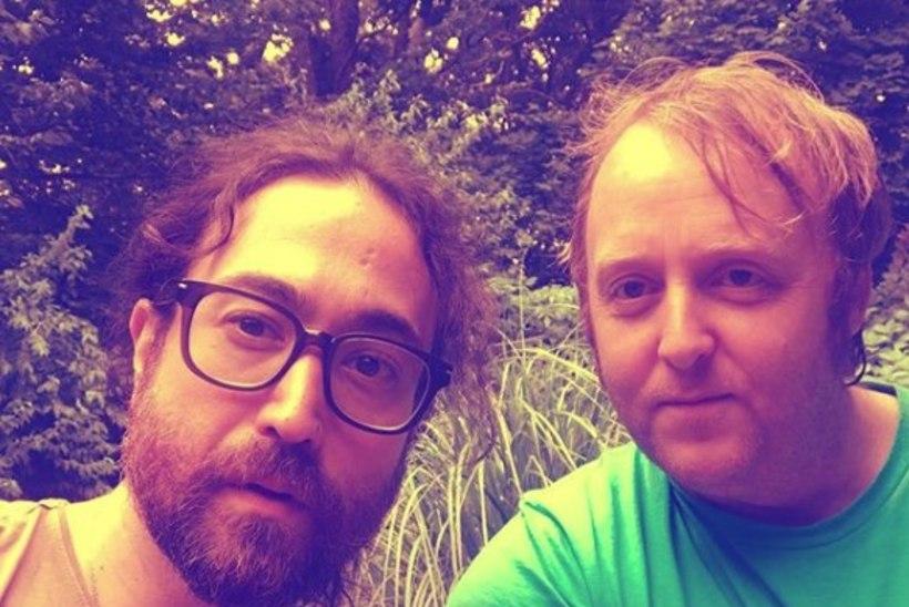 FOTO | John Lennoni ja Paul McCartney pojad poseerivad koos pildil