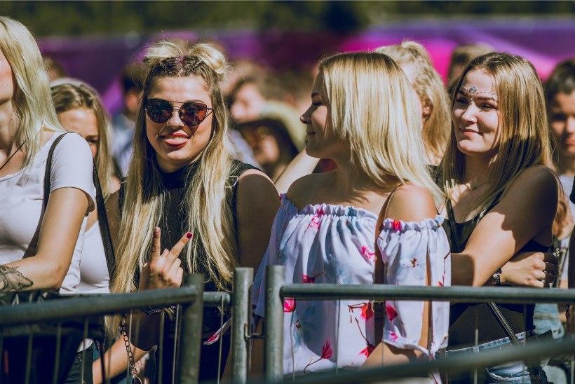 GALERII   Weekend festivali esimene päev tõi Pärnu randa kireva seltskonna