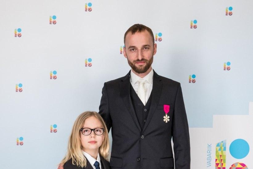 Märt Avandi poeg Herman annetab oma pikad juuksed teatrile parukateks