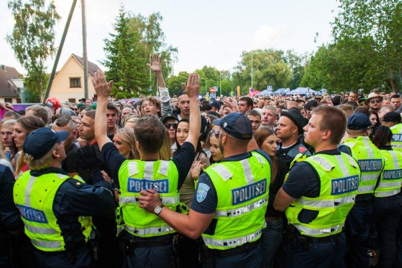 Politsei toimetas Weekendi esimesel päeval jaoskonda ligi 35 alaealist