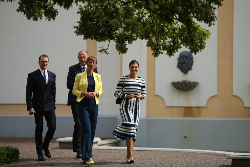 FOTOD | Kroonprintsess Victoria tervitas presidenti Eesti lipuvärvides kleidis, Kaljulaid vahetas poole kohtumise ajal riideid