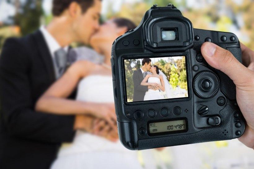 ÕIGE HETK: abielupaari esimene suudlus ja minestus -igavesti pildil!