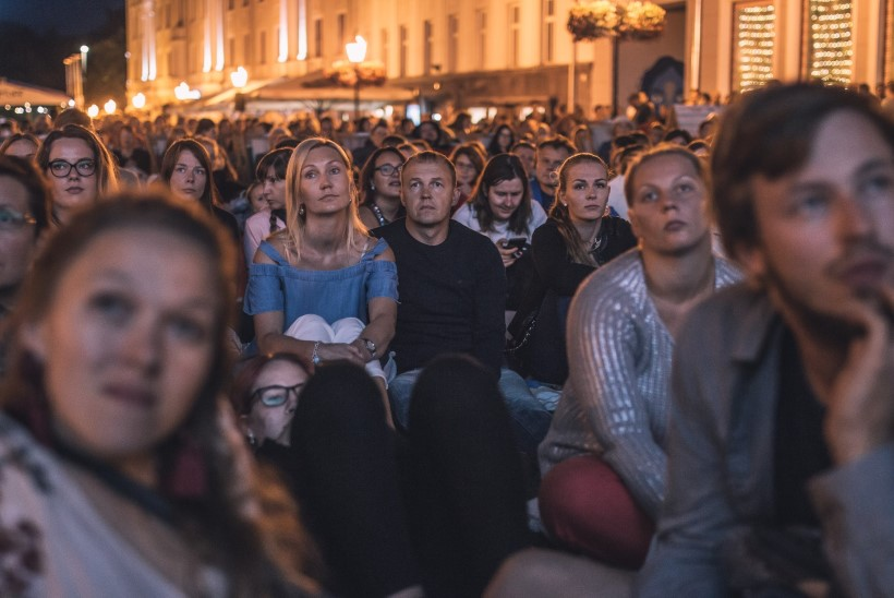 GALERII | Astrid Lindgreni rääkimata lugu tõi Tartu raekoja platsi rahvast pilgeni täis