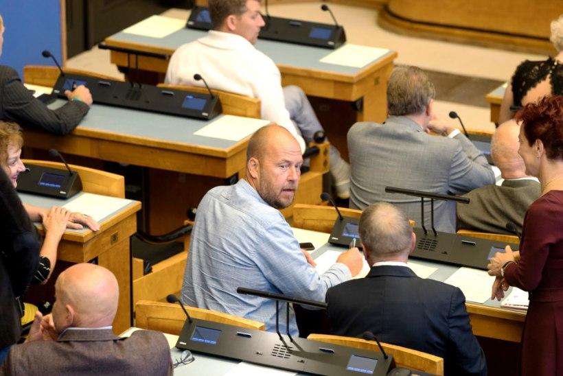 GALERII | Värske minister Rene Tammist andis riigikogus ametivande
