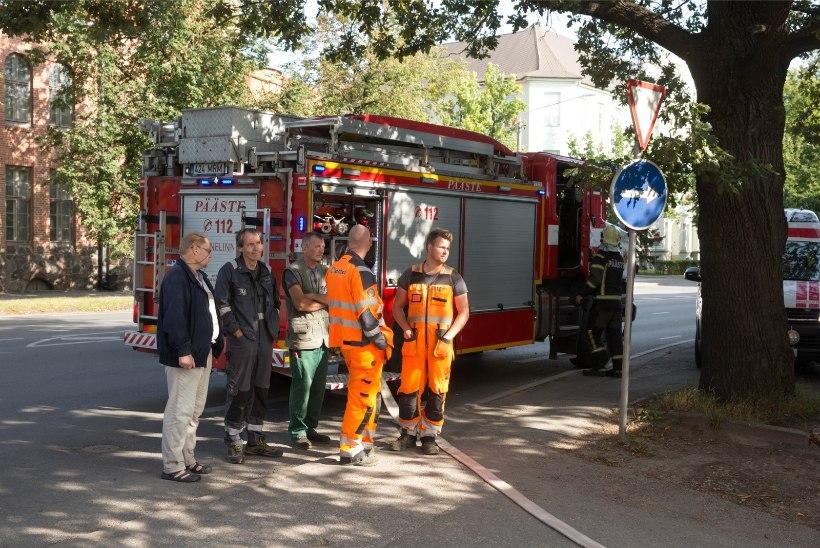 GALERII | Päästjad vaatasid tund aega Tartu alajaama põlengut pealt