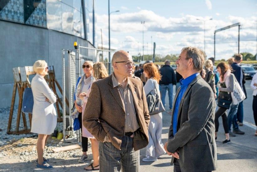 GALERII | Poolsada Eesti kirjastajat kohtusid valmivas raamatupoes