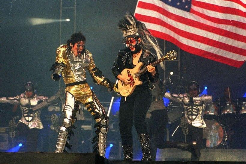 Jacksoni kontserdil esinenud laste emad pidid lepinguga kinnitama, et staari nina ei tohi puutuda