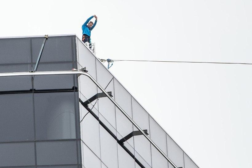 """VIDEO JA PÖÖRANE GALERII   117 meetri kõrgusel maailmarekordi püstitanud slackliner Jaan Roose: """"Võimas tunne oli!"""""""