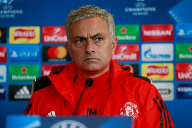30 minutit varem alustanud Mourinho andis 259 sekundi pikkuse pressikonverentsi