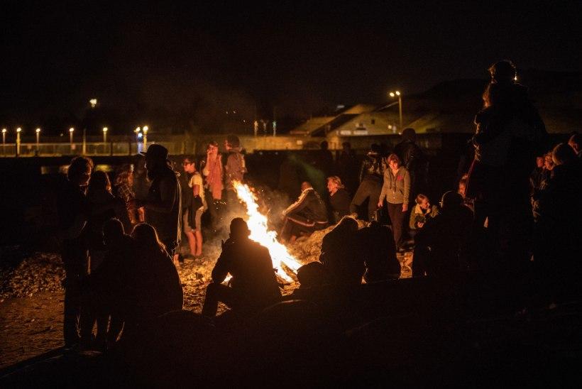 GALERII | Muinastulede öö tõi mere äärde tuhandeid inimesi