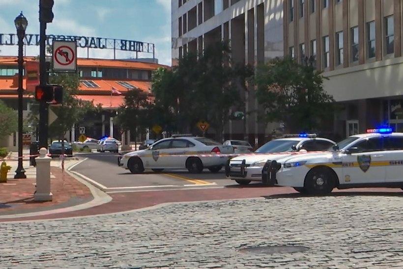 Florida ostukeskuses läks massitulistamiseks, on hukkunuid