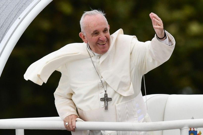 SÜÜDISTUS: paavst Franciscus mätsis kinni kardinali seksilood