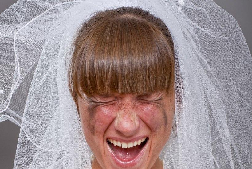 TÄIELIK LÄBIKUKKUMINE: õhulosse ehitav pruut keeras unistuste pulma kihva