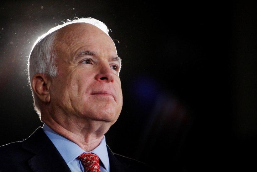 John McCain sängitatakse mulda Annapolises