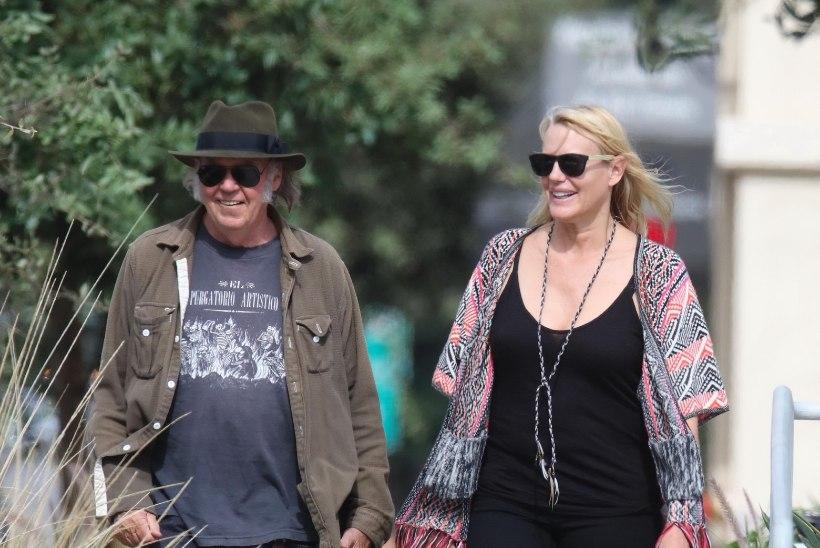 ÜLLATUS! Daryl Hannah abiellus muusik Neil Youngiga