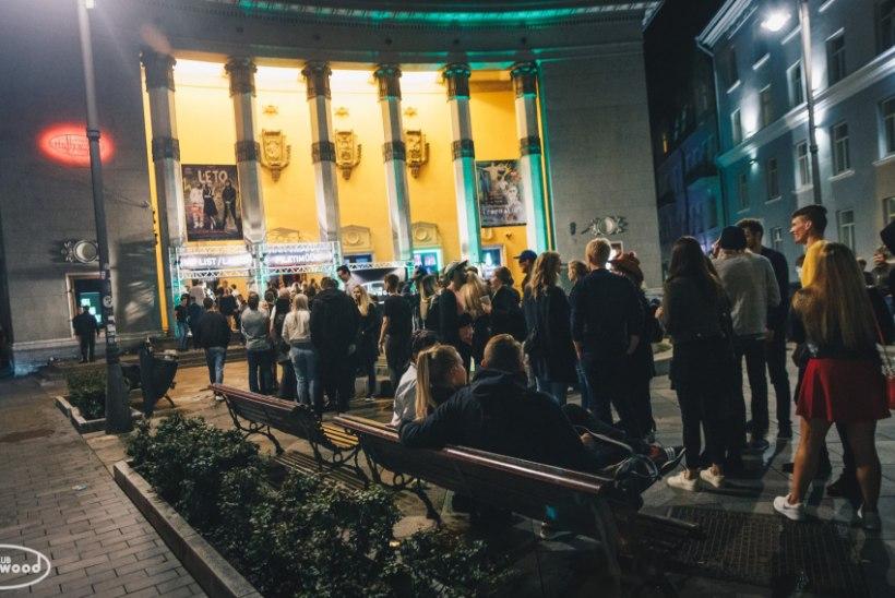 GALERII | Nublu kontsert Hollywoodis tõi maja puupüsti täis, hulk inimesi jäi ukse taha