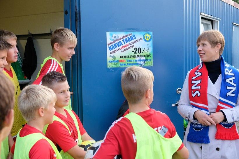 Kersti Kaljulaid avaldas jalgpallimeeskonna, kellele pöialt hoiab