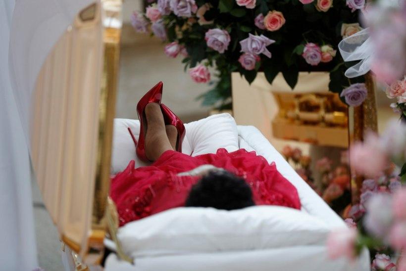 Aretha Franklini surnukeha sai teiseks vaatamispäevaks uue kostüümi