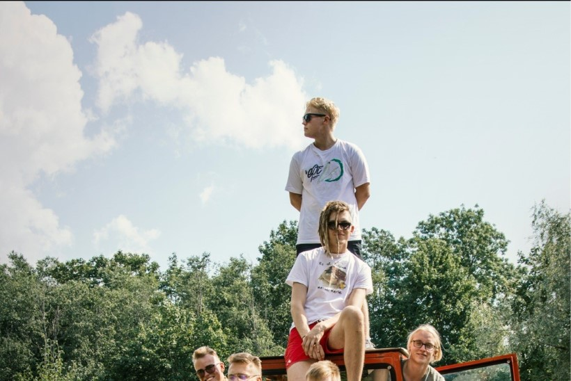ÕL VIDEOINTERVJUU | Noortebändi poolfinalist: Pärnust pärit Howling Sky poisid kiskusid särgid seljast!