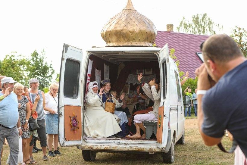 SUUR GALERII   Tantsu ja tralli! Setomaal tähistati aasta suursündmust - Seto kuningriigipäeva