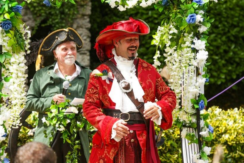 FOTOD | VAHVA IDEE: paarike pidas uhked piraadipulmad