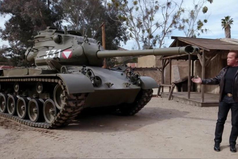 VIDEO | Vaata, kuidas Arnold Schwarzenegger lömastab oma tankiga limusiini