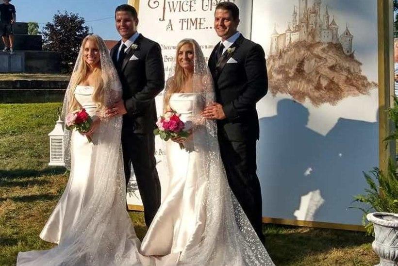 Identsed kaksikõed abiellusid identsete kaksikvendadega – lummavad pulmapildid panevad silmi hõõruma