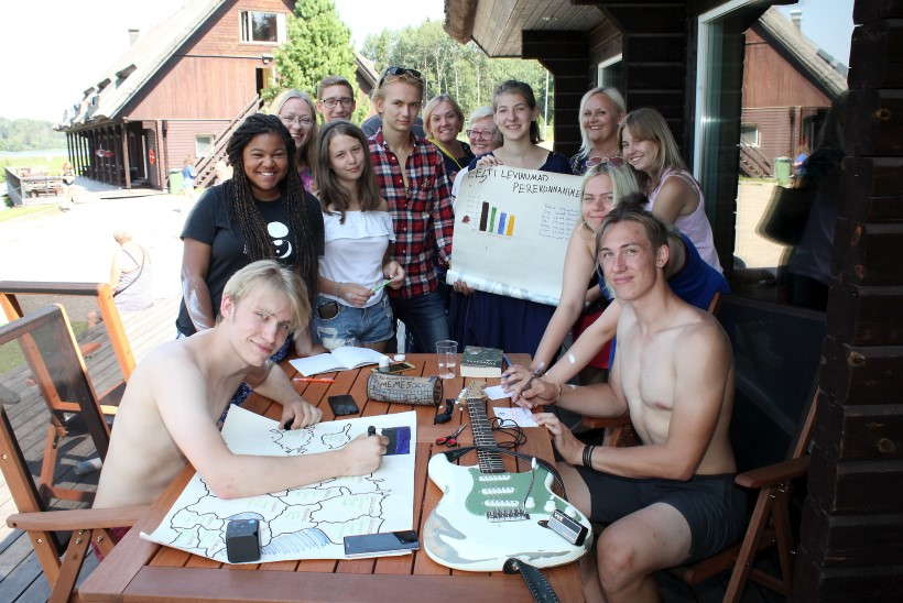 Hommikupõder ja karhtöölizalat ehk Kuidas väliseesti noored laagris eesti keelt õpivad