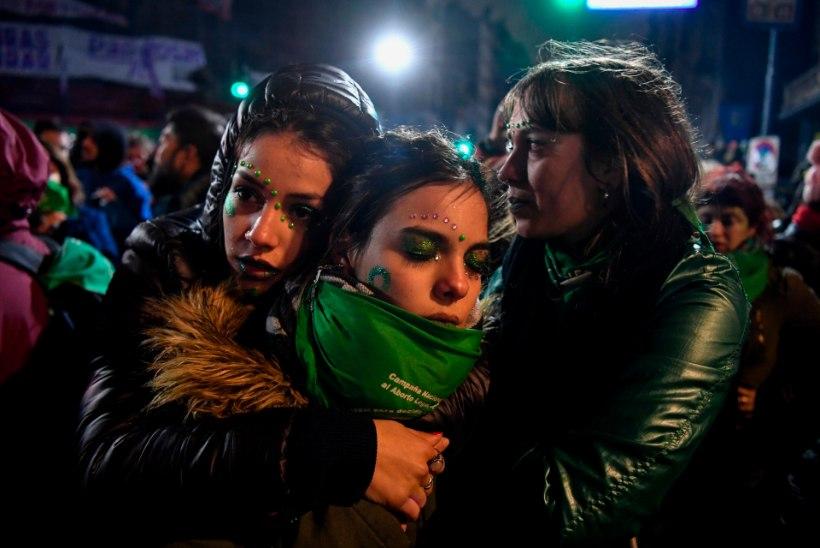 NAISTE PROTEST: Argentina valitsus lükkas abordi legaliseerimise eelnõu tagasi