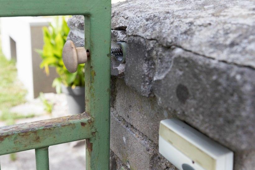 Raudteerööbastel jooksnud lapse vanaisa: kuidas ta ometi väravast välja sai?