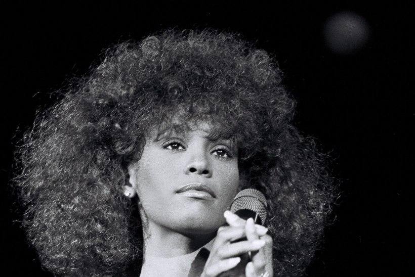 """""""Whitney ütles: """"Mind pilastati noores eas. Aga seda ei teinud mees, vaid naine."""""""""""