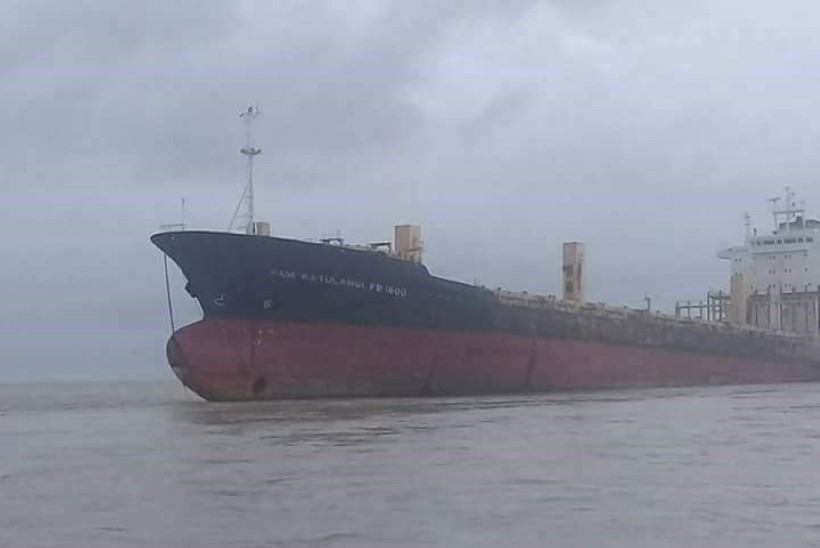 FOTOD | Birma rannikuvette triivis müstiline kummituslaev