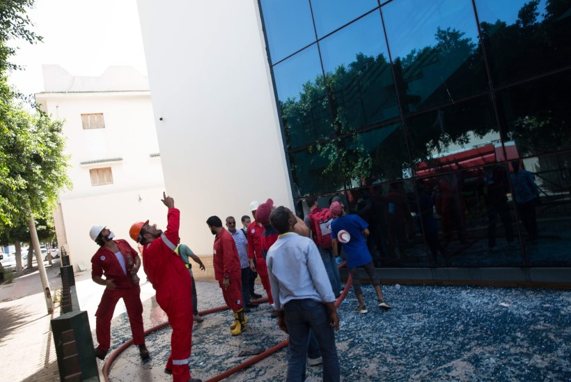 KORRALAGEDUS LIIBÜAS: relvastatud mehed tungisid riikliku naftafirma peakorterisse