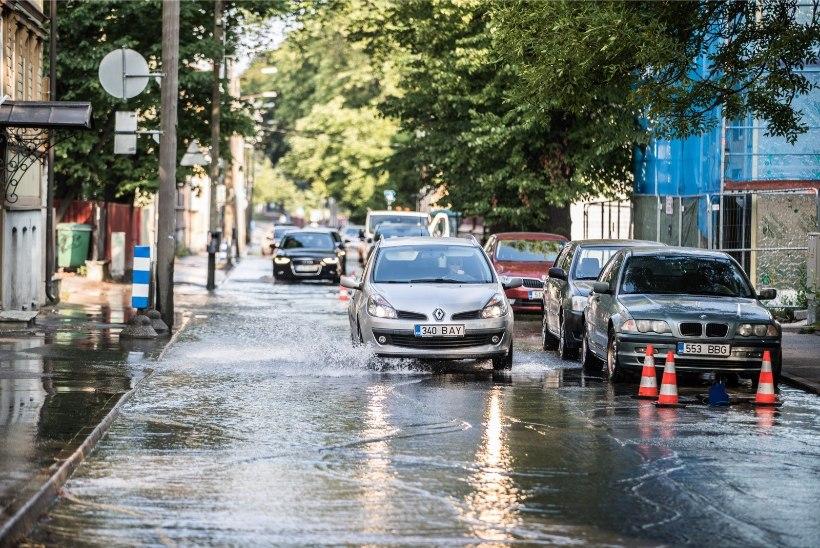 Veeavarii takistab Paldiski maanteel liiklust