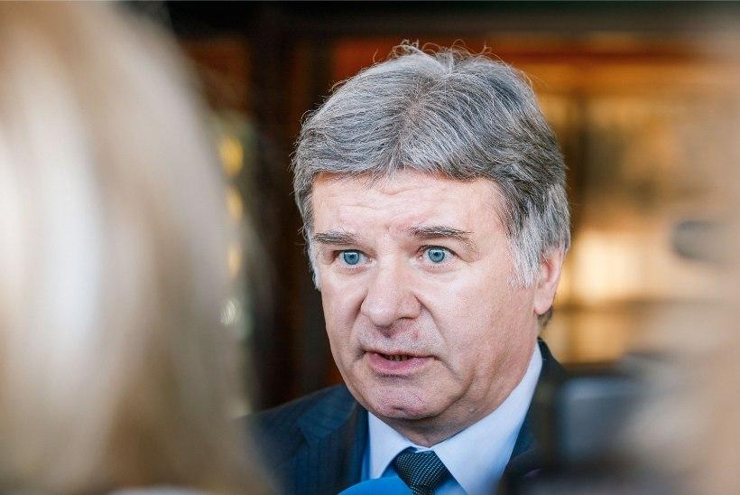 Путин наградил посла России в Эстонии Александра Петрова знаком отличия