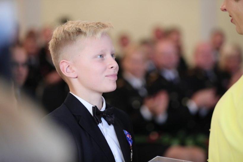 Hakkaja poiss saab uppuja päästmise eest medali