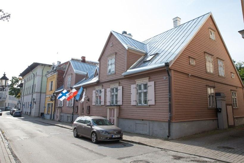 Tartus tegutseb lipulemb: Järjekindlalt kaovad kesklinna majade küljest lipud