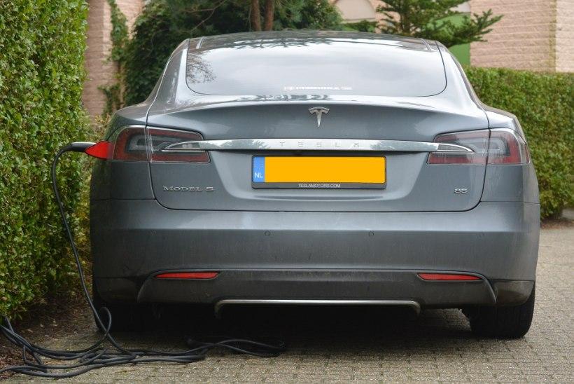 KADUNUD KAHE SEKUNDIGA: häkkerid paljastasid Tesla Si haavatavuse varastele